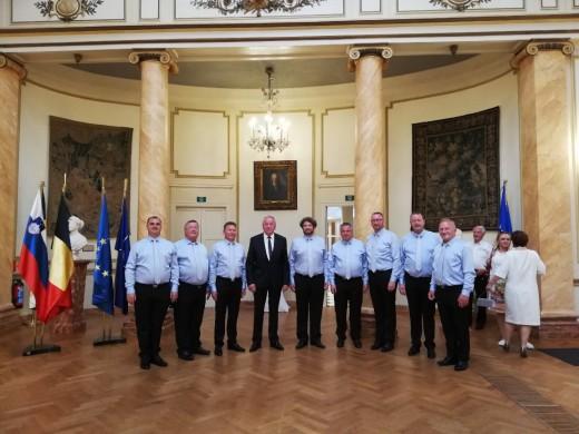 oktetovci v palaci z veleposlanikom dr. Radom Genoriem